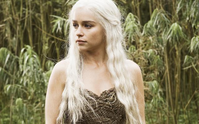 Девушка из игры престолов с белыми волосами